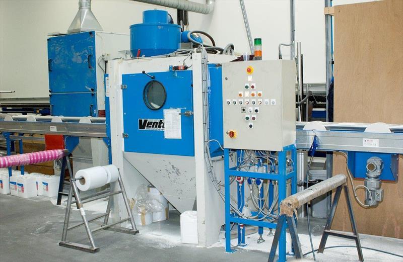 Selden peening-cleaning machine - photo © Selden Mast